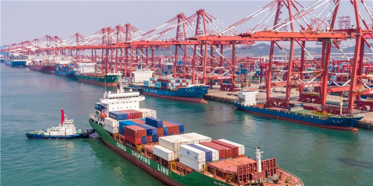 China's foreign trade up 2.4% in first ten months
